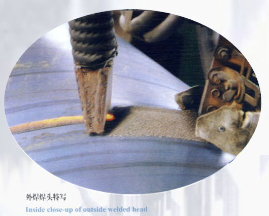 外焊焊头特写-螺旋钢管制造主要工艺流程及特点
