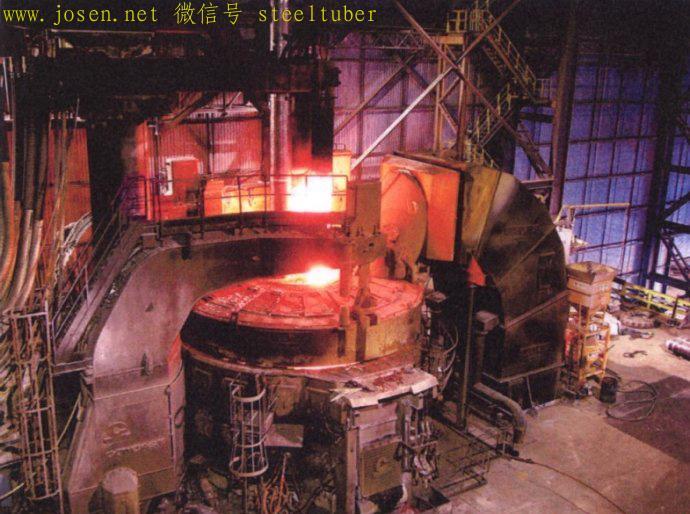 大功率电弧炉在炼钢.jpg