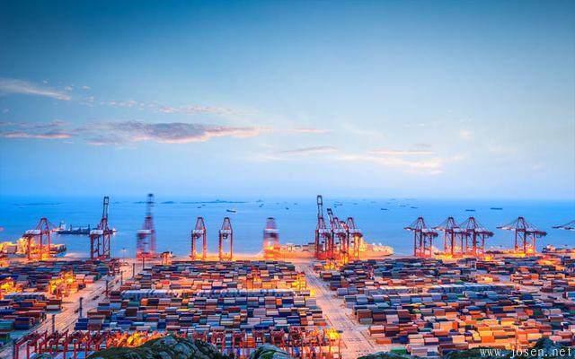 上海港.JPEG